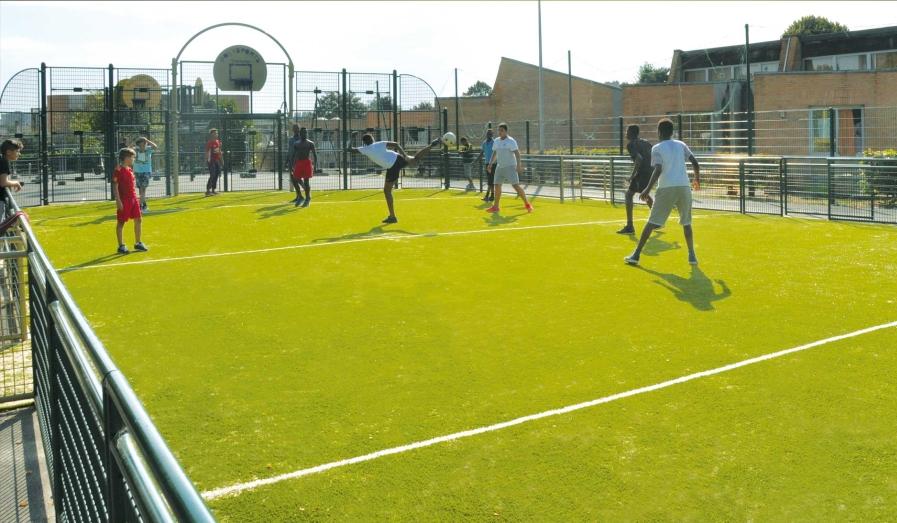 Inauguration du nouveau city-stade du gymnase Paul Simon